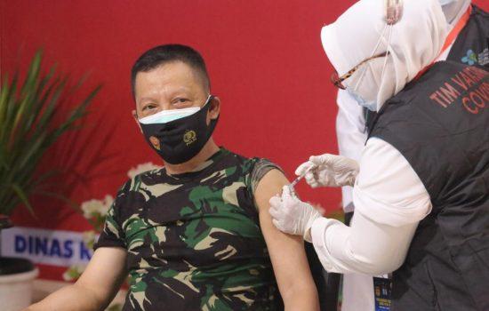 Pangdam IM Disuntik Vaksin Covid-19 Bersama Pejabat Forkopimda Aceh
