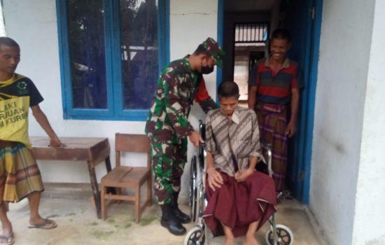 Bapak Bahagia Lumpuh 5 Tahun, TNI Rela Sisihkan Gajinya Untuk Beli Kursi Roda