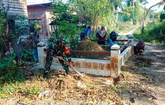 Kala Babinsa Ramil 23/Lgst Ajak Warganya Ingat Akan Jasa Pahlawan