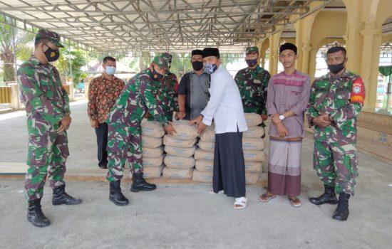 Anggota Koramil 07/Johan Pahlawan Sisihkan Gaji Bantu Ponpes Serambi Mekkah Pasca Kebakaran