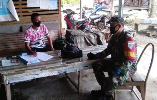 Babinsa Kopda Didik Darmadi Beri Arahan Kepada Warga Yang Akan Mendaftar TNI