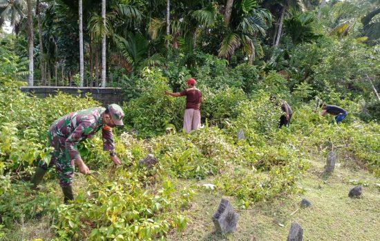 TNI dan Polri melaksanakan kegitan Jum'at bersih dalam Rangka Sambut Bulan Suci Ramadhan.