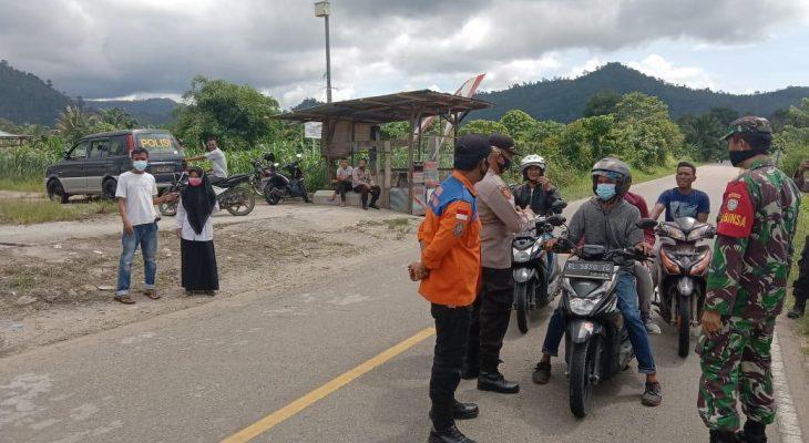 Jelang Lebaran Idul Fitri, Babinsa Koramil 09/Trumon Ikut Amankan Jalur Lalu Lintas
