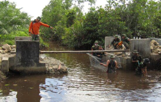 Pembuatan Bronjong TMMD Reguler Ke-111 Kodim 0109/Aceh Singkil Capai 50 Persen