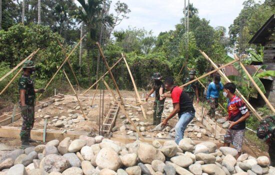 Pembangunan RTLH Satgas TMMD Dan Masyarakat Lakukan Gotroy