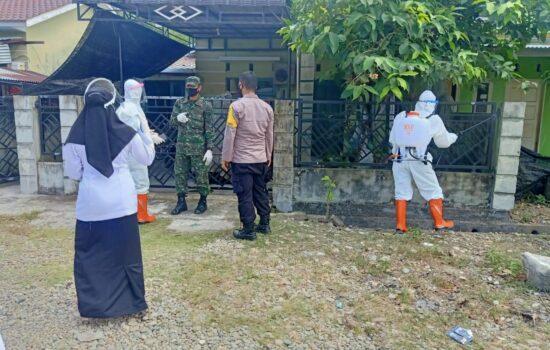 Sterilisasi Wilayah, Personil Gabungan TNI/Polri dan Dinas Terkait Lainnya Lakukan Penyemprotan Disinfektan