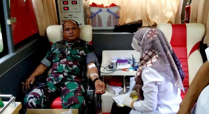 Personil Koramil 21/Blang Bintang Ikut Donor Darah