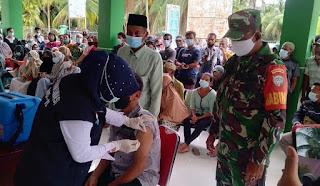 Babinsa Lae Butar Pantau Pelaksanaan Serbuan Vaksinasi