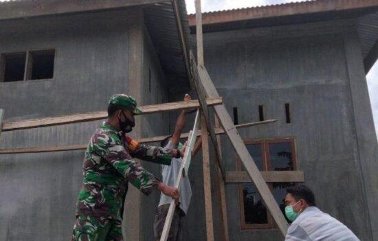 Babinsa Bantu Rehab Masjid Desa Binaannya