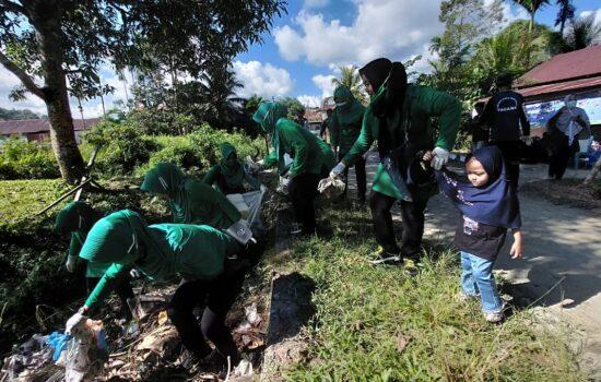 Persit KCK cabang XXXIII Dim 0115/Simeulue Koorcab Rem 012 PD Iskandar Muda laksanakan kegiatan World Cleanup Day(WCD) dalam rangka menyambut hari bersih sampah dunia