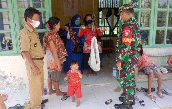 Sertu Jamaludin, Bantu Bides Pelaksanaan Posyandu Peduli Balita Sehat
