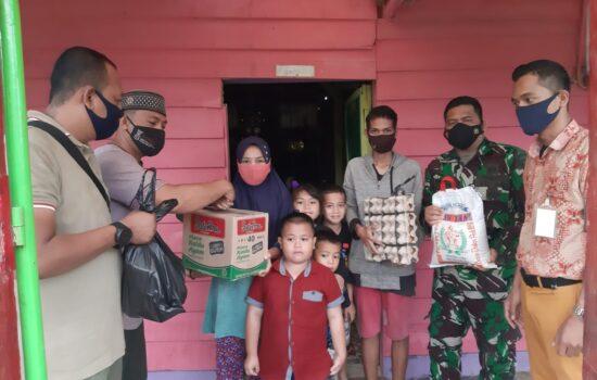Meski Hujan Personel Kodim 0104/Atim Tetap Blusukan Untuk Bantu Masyarakat