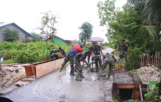 Cuaca Hujan Tak Halangi Semangat Satgas TMMD 112 Kodim 0104/Atim