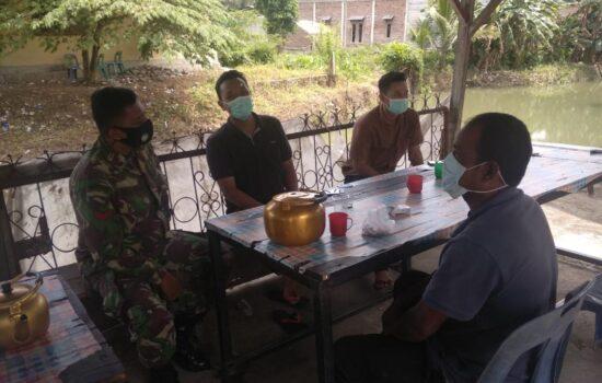Babinsa Posramil Suka Makmue Laksanakan Komsos dengan Masyarakat dalam penanganan Covid 19