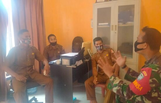 Ciptakan Hubungan Kerja yang baik Babinsa Koramil 05/Darul Makmur Laksanakan Komsos Dengan Aparat Desa