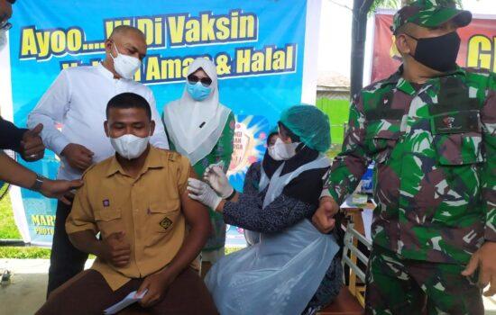 Sekda Aceh, dr.Taqwallah, M.Kes Tinjau Vaksinasi Bagi Pelajar Di SMAN 1 Kuala